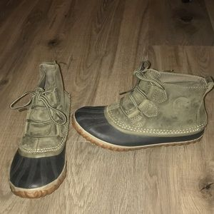 Sorel winter booties